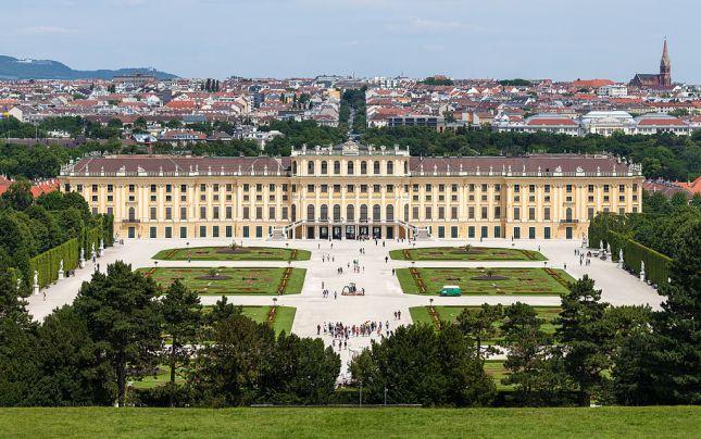 Schloss_Schönbrunn_Wien_2014_(Zuschnitt_2)